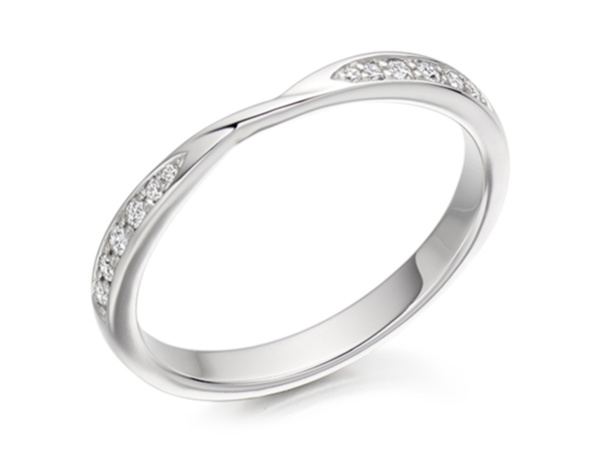 Twisted Brilliant Cut Shaped Wedding Ring
